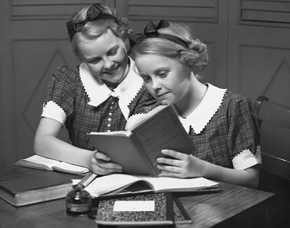 old photo girls reading
