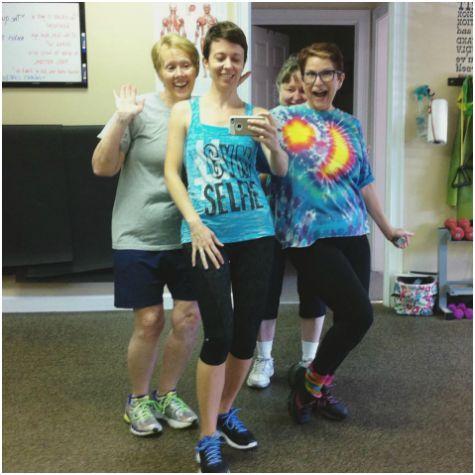gym selfie friends
